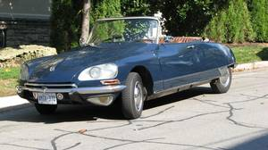Joel Simms' 1968 Citroen DS Chapron boasts a larger 2.2-litre, 115-hp engine and headlights that turn with the front wheels.