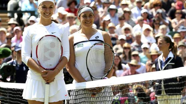 Sabine Lisicki of Germany (L) and Marion Bartoli of France pose for a photograph before their women's singles final tennis match at the Wimbledon Tennis Championships, in London July 6, 2013. (SUZANNE PLUNKETT/REUTERS)