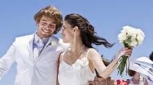 Bride and groom (Jupiterimages/(C) 2009 Jupiterimages)
