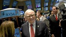Warren Buffett, chairman and chief executive officer of Berkshire Hathaway Inc., tours the trading floor at the New York Stock Exchange (NYSE) in New York on Friday, Sept. 30, 2011. (Scott Eells/Bloomberg)
