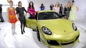 2011 Porsche Cayman R makes its world debut at the LA Auto Show