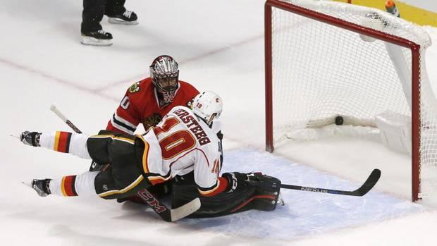 Cxa111_flames_blackhawks_hockey