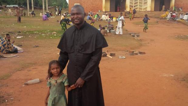 central african republic priest puts religious differences. Black Bedroom Furniture Sets. Home Design Ideas
