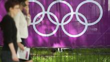 Members of the public walk past an Olympic sign at St James Park in London July 19, 2012. (KI PRICE/REUTERS)