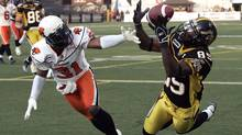 Hamilton Tiger-Cats wide receiver Prechae Rodriguez makes a touchdown reception behind B.C.Lions defensive back Dante Marsh during the first half of their CFL football game in Hamilton, July 31, 2009. (Reuters)