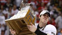 Pittsburgh Penguins forward Evgeni Malkin hoists the Conn Smythe Trophy after defeating the Detroit Red Wings in Game 7 of the Stanley Cup final. (SHAUN BEST)