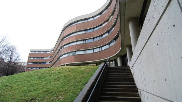 The sinuous walls of the New College's Wilson Hall at the University of Toronto, renovated in 2009 by Van Elsander Carter Architects Inc. (VAN ELSLANDER CARTER ARCHITECTS INC.)