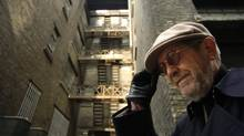 Novelist Elmore Leonard in some semi-grungy lane in downtown Toronto in 2004. (Fred Lum/The Globe and Mail)