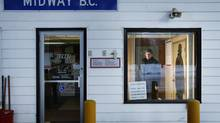 Midway border post in Midway, B.C. January 17, 2007. (JOHN LEHMANN/THE GLOBE AND MAIL)