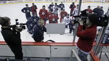 Paul Maurice, the new head coach of the Winnipeg Jets, goes over a drill with his new team during practice (JOHN WOODS/The Canadian Press)