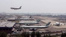 Planes on the tarmac and taking off, at JFK International Airport in New York, Saturday, June 2, 2007. (ULI SEIT/NYT)