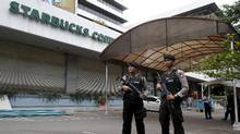 Indonesian police stand guard at the site of a militant attack in central Jakarta, Indonesia January 16, 2016. (DARREN WHITESIDE/REUTERS)