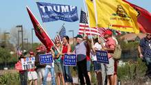 Demonstrators hold signs in support of President elect Donald Trump outside of Camp Pendleton in Oceanside, California, U.S. November 11, 2016. (SANDY HUFFAKER/REUTERS)