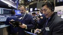 Steven Grasso, right, works with fellow traders on the floor of the New York Stock Exchange, Monday, Nov. 14. (Richard Drew/AP)