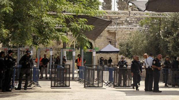Jew Detector: Israel Removes Metal Detectors From Contested Jerusalem
