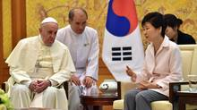 South Korean President Park Geun-Hye (R) talks with Pope Francis at the presidential Blue House in Seoul, August 14, 2014. (POOL/REUTERS)