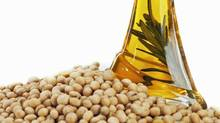 Soybeans and soybean oil. (Thinkstock/Thinkstock)