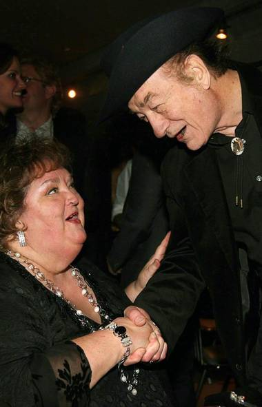 Canadian music icons Stompin' Tom Connors, right, and Rita MacNeil chat prior to the 20th Annual SOCAN Awards gala in Toronto Monday, November 23, 2009. (Darren Calabrese/THE CANADIAN PRESS)