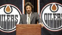 Edmonton Oilers' owner Daryl Katz speaks to the media and employees during a news conference announcing the NHL team's new owner in Edmonton July 2, 2008. (Dan Riedlhuber/REUTERS)