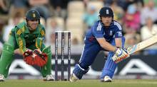 England's Ian Bell (R) hits out watched by South Africa's AB de Villiers during the second one-day international cricket match at the Ageas Bowl in Southampton, England August 28, 2012. (PHILIP BROWN/REUTERS)