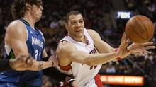 Mike Miller, seen trying to stop Anthony Parker of the Toronto Raptors in an NBA regular-season game, is moving from Minnesota to Washington. (MARK BLINCH/Reuters)