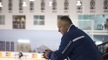 Toronto Maple Leafs coach Randy Carlyle watches a practice session (Chris Young/THE CANADIAN PRESS)