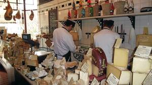 Oatcakes, crusty bread and farmhouse cheeses from I.J. Mellis Cheesemonger are perfect for a picnic in Inverleith Park.