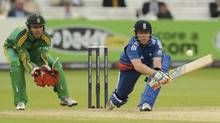 England's Ian Bell (right) prepares to hit the ball watched by South Africa's AB de Villiers during the fourth one-day international cricket match at Lord's cricket ground in London September 2, 2012. (PHILIP BROWN/REUTERS)