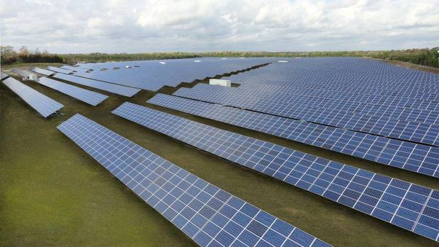 Canadian solar weighs 2 5 billion asset sale as earnings for Solar installers canada