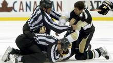 Boston Bruins' Patrice Bergeron fights with Pittsburgh Penguins Evgeni Malkin during the second period of Game 1 of their NHL Eastern Conference finals playoff series in Pittsburgh, Pennsylvania June 1, 2013. (JASON COHN/REUTERS)