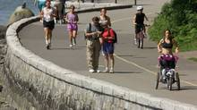 Tourists and residents take advantage of warm weather with a trip around the Stanley Park seawall in Vancouver. (Chuck Stoody/ The Canadian Press/Chuck Stoody/ The Canadian Press)