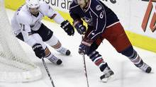 Columbus Blue Jackets' Rick Nash (R) carries the puck behind the net as Edmonton Oilers' Lubomir Visnovsky (L), of Slovakia, defends during the third period of an NHL hockey game in Columbus, Ohio, November 16, 2009. (JAY LAPRETE/REUTERS)