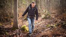 Brandon Kett hikes in MacGregor Point Provincial Park in Port Elgin, Ont., on Saturday. An Afghanistan war veteran, he often spends time in nature to manage PTSD, which he believes was caused by mefloquine. (Ian Willms/the Globe and Mail)