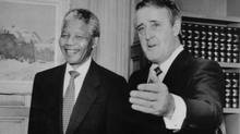 Nelson Mandela and Prime Minister Brian Mulroney pose for photographers prior to a meeting in the Prime Minister's office June 18, 1990. (Moe Doiron/Reuters)