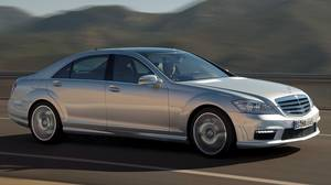 The gasoline-powered S450.