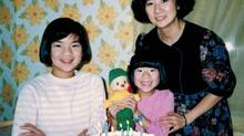 Wency Leung, with her older sister, Fay, and her mother, May.