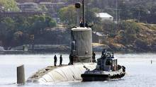 A tugboat pulls along side the submarine HMCS Victoria to dock in Victoria in 2003. (Deddeda Stemler/The Canadian Press/Deddeda Stemler/The Canadian Press)