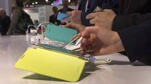 Visitorstry out the Samsung Galaxy Note II phone-cum-tablet at the recent Consumer Electronics Show in Las Vegas. (STEVE MARCUS/REUTERS)