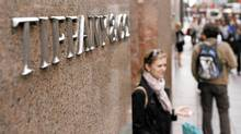 Tiffany's flagship Fifth Avenue store in Manhattan was among those reporting lower holiday sales. (Lucas Jackson/REUTERS)