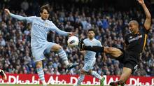 Manchester City's David Silva (L) challenges Wolverhampton Wanderers' Karl Henry during their English Premier League soccer match at the Etihad Stadium in Manchester, northern England October 29, 2011. (PHIL NOBLE/REUTERS)