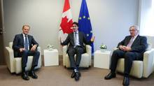 EU Council President Donald Tusk (L), Canadian Prime Minister Justin Trudeau (C) and European Commission President Jean Claude Juncker (R) meet before the signing of the Comprehensive Economic and Trade Agreement (CETA) at the European Council in Brussels, Belgium, October 30, 2016. (© POOL New / Reuters)