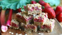Strawberry rhubarb crumble bar (Stephanie Eddy/Stephanie Eddy for The Globe and Mail)