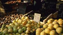Apples at produce market (Jupiterimages/Getty Images/Comstock Images)