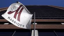 A Marriott flag hangs at the entrance of the New York Marriott Downtown hotel in Manhattan, New York November 16, 2015. (Andrew Kelly/Reuters)