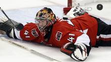 Ottawa Senators' goalie Craig Anderson loses his stick during a Philadelphia Flyers scoring opportunity during the third period of their NHL hockey game in Ottawa October 18, 2011. REUTERS/Blair Gable (Blair Gable/Reuters)
