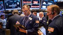 Traders work on the floor of the New York Stock Exchange (NYSE) in New York, U.S., on Friday, Nov. 11, 2016. (Michael Nagle/Bloomberg)