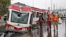 Crews attend the scene of an LRT accident and derailment in northwest Calgary on Sept. 20, 2016. (Larry MacDougal/THE CANADIAN PRESS)