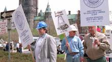 Members of the building and construction trades demonstrate in Ottawa in 1994 to protest proposed changes to the unemployment insurance program. (Chuck Mitchell/Canadian Press)
