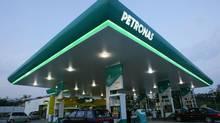 Motorists pump petrol at a Petronas station in Putrajaya outside Kuala Lumpur. (BAZUKI MUHAMMAD/REUTERS)