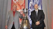 Calgary Stampeders head coach John Hufnagel, left, and Toronto Argonauts head coach Scott Milanovich pose with the Grey Cup during the head coaches news conference ahead of the 100th Grey Cup CFL football game in Toronto, November 21, 2012. (MIKE CASSESE/REUTERS)